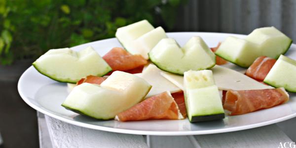 tapas med melon, serranoskinke og manchego
